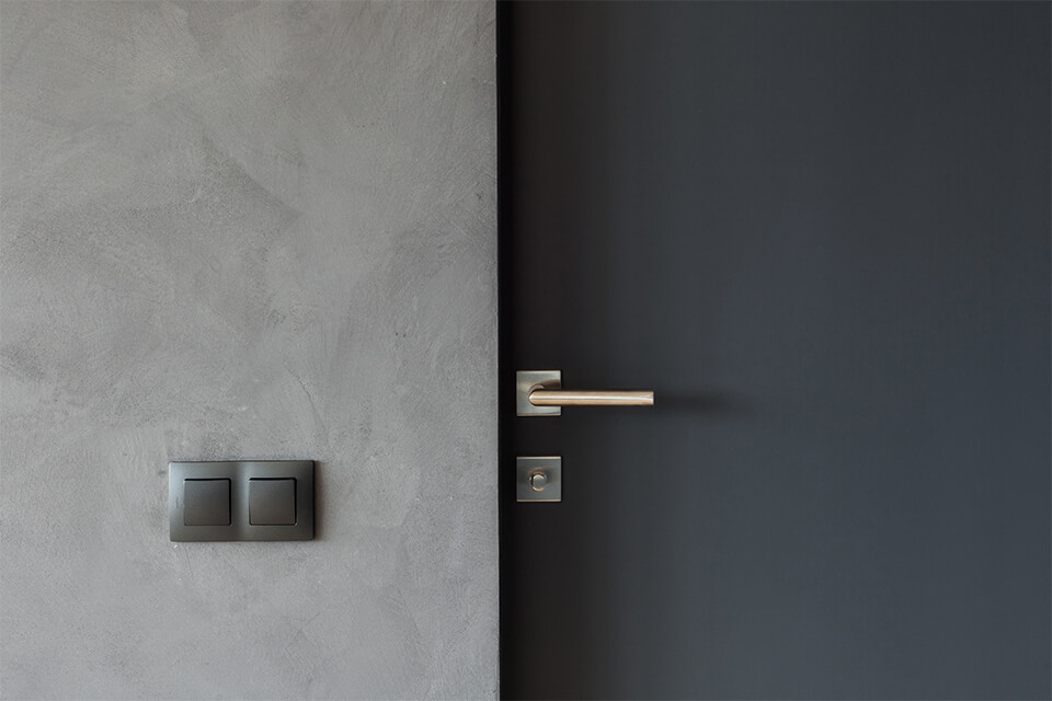 grey_door_wall